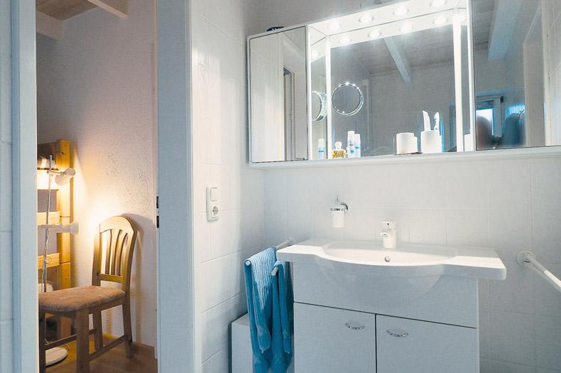 Blick in das Badezimmer des Bungalows
